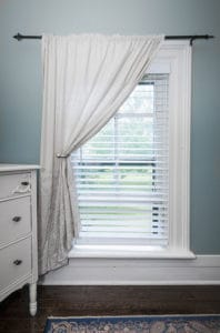 White allen roth blinds in classic interior
